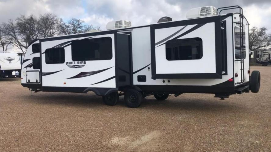 2016 TAN JAYCO Unknown - (1UJBJ0BT7G1) , located at 3723 N Main St, Cleburne, TX, 76033, (817) 678-5133, 32.368980, -97.396111 - Photo #0