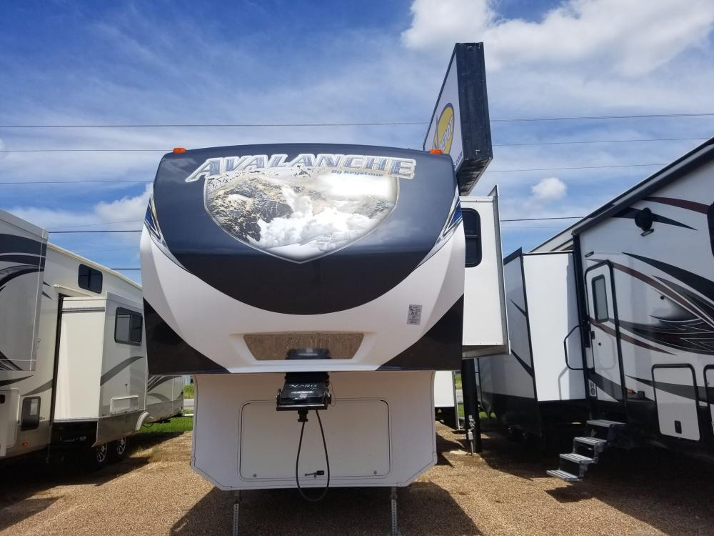 2014 WHITE AVALANCHE 360RB (4YDF36022EE) , located at 4319 N Main St, Cleburne, TX, 76033, (817) 678-5133, 32.385960, -97.391212 - Photo #0